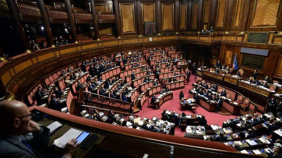 L'erosione del principio di legalità  tra crisi del parlamento e (iper)attivismo giudiziario